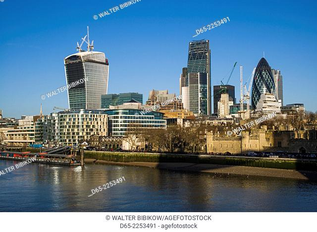 England, London, The City, view from the Tahmes River, morning