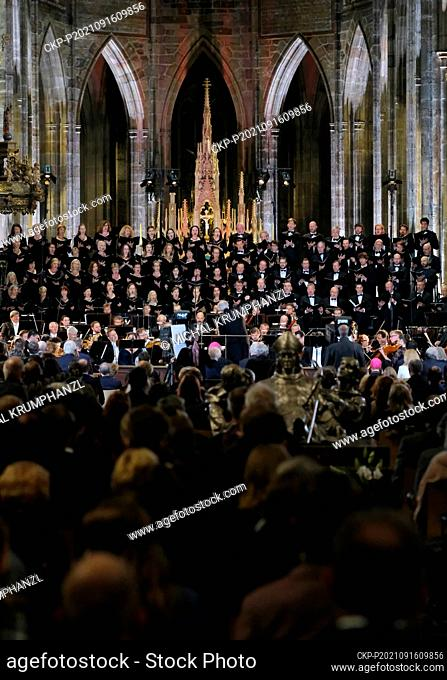 The Czech Philharmonic conducted by Petr Altrichter joined forces with the Prague Philharmonic Choir and presented Dvorak's oratorio - Saint Ludmila