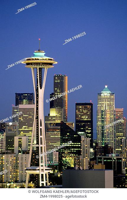 USA, SEATTLE SKYLINE AT NIGHT