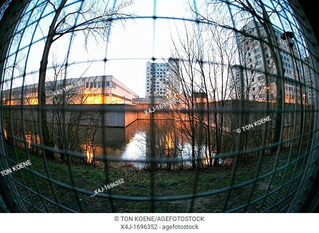 De Bijlmerbajes is een gevangenis in Amsterdam nabij het Amstelstation De officieÃàle naam luidt Penitentiaire Inrichting Over-Amstel PIOA Samen met...