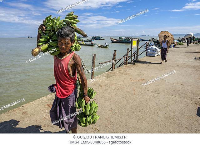 Myanmar (Burma), Rakhine state (or Arakan state), Sittwe, fishing harbour