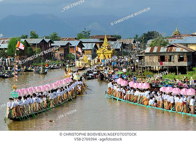 Myanmar, Shan State, Inle Lake festival, Leg rowers towing in unison the royal barge to Phaung Daw Oo pagoda
