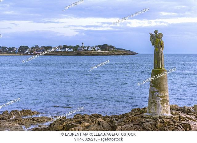 Pointe de Kerpenhir with the Statue of Notre Dame de Kerdro and Port Navalo in the background. Locmariaquer, Arrondissement of Lorient, Morbihan Department