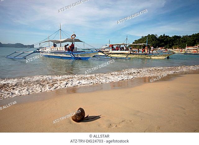 COCONUT & JUKUNG BOATS; EL NIDO, PALAWAN, PHILIPPINES; 25/04/2015