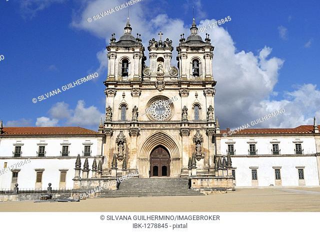 Church and monastery of Santa Maria in Alcobaça, Mosteiro de Santa Maria de Alcobaça, UNESCO World Heritage Site, Order of Cistercians, Alcobaça, Estremadura