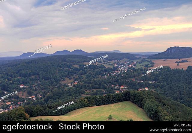 Blick von der Festung Königstein in die Landschaft der sächsischen Schweiz, Sachsen, September