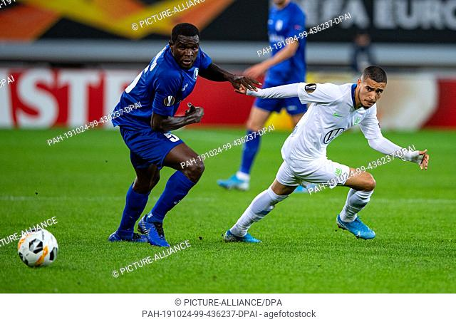 24 October 2019, Belgium, Gent: Soccer: Europa League, KAA Gent - VfL Wolfsburg, Group Phase, Group I, Matchday 3. Wolfsburg's William (r) and Gent's Michael...