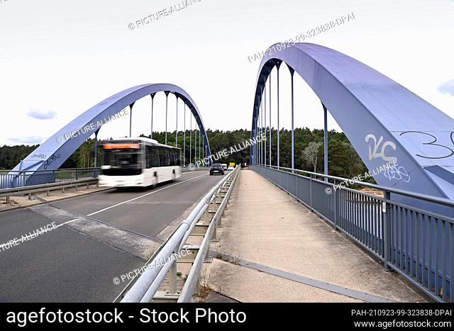 21 September 2021, Brandenburg, Schorfheide: A public bus crosses the Oder-Havel-Canal on the Kaiserbrücke. Federal Highway 167 leads over the bridge from...