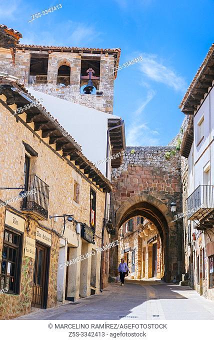 Arrebatacapas Ach, seen from the Plaza de España. Atienza, Guadalajara, Castilla La Mancha, Spain, Europe
