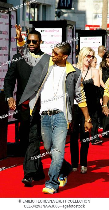 Singer Usher arrives at the 4th Annual Black Entertaiment Awards at the Kodak Theater June 29, 2004 in Hollywood, CA.  (Photo by J