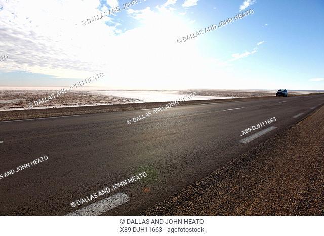 Africa, Tunisia, Chott El Jerid, Flat Dry Salt Lake, Automobile on Highway between Tozeur and Kebili