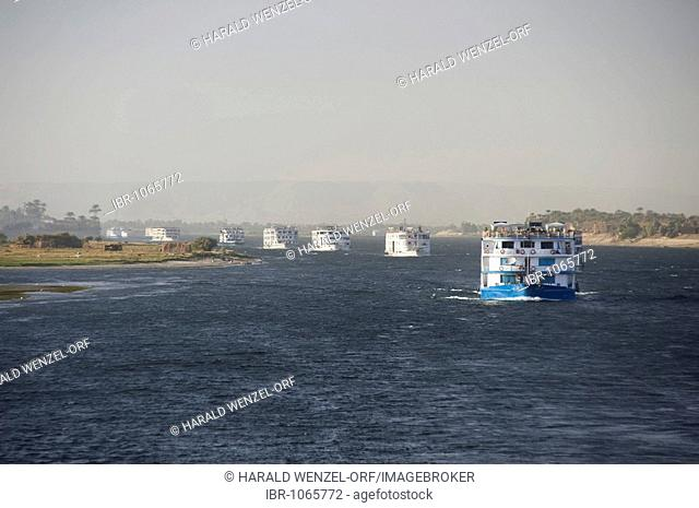 Tourist boats in a convoy on the Nile, Luxor-Assuan, Egypt, Africa