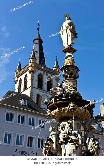 Petrusbrunnen, St. Peter's Fountain, in front of the Market Church of St. Gangolf, Hauptmarkt square, Trier, Rhineland-Palatinate, Germany, Europe