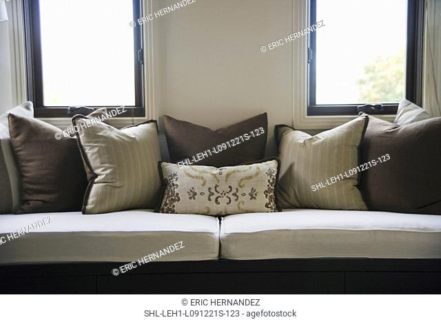 Throw Pillow Brown Couch Stock Photos And Images Agefotostock