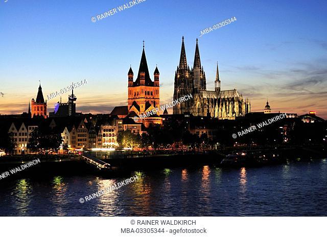 Germany, North Rhine-Westphalia, Cologne, city, Rhine match, Groß Sankt Martin and cathedral, dusk