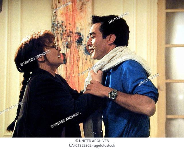 Leah (Josiane Balasko) mit ihrem Psychiater (Richard Berry) *** Local Caption *** 1991, Ma Vie Est Un Enfer, Mein Leben Ist Die Hoelle