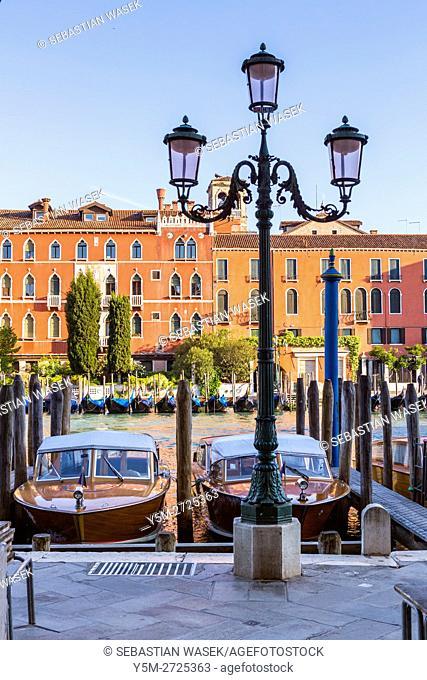 Grand Canal seen from Riva del Carbon, Venice, Veneto, Italy, Europe
