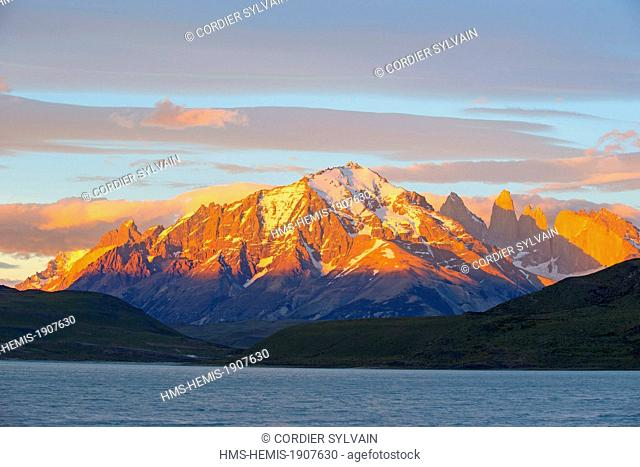 Chile, Patagonia, Magellan Region, Torres del Paine National Park, the horns of Torres del Paine, lake Pehoe in front