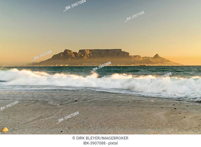 Table Mountain, Lion's Head and Devil's Peak in the evening light, panoramic views of Cape Town, Bloubergstrand beach, Table Bay, Atlantic Ocean, Cape Town