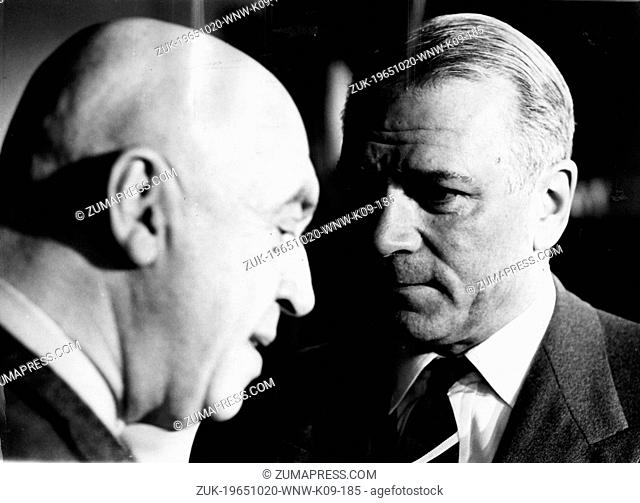 Oct. 20, 1965 - London, England, U.K. - Actor LAURENCE OLIVIER (1907-1989) and OTTO PREMINGER during a break in the filming of 'Bunny Lake is Missing'
