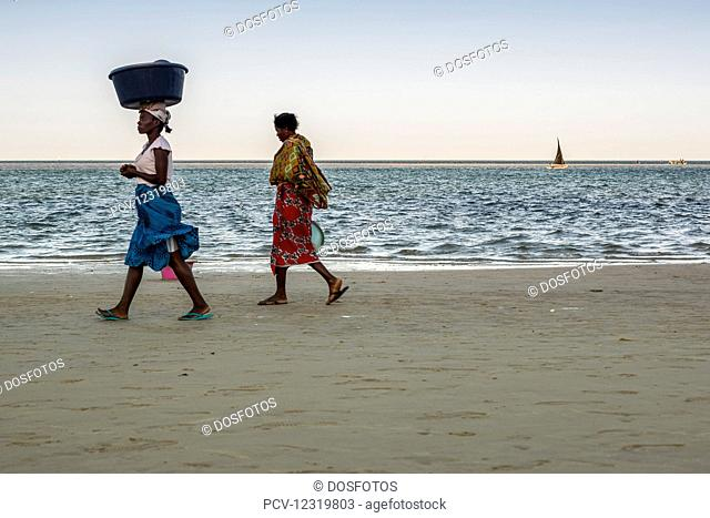 Local women waiting for the fishermen arriving on their Dhows, Vilanculos beach; Bazaruto Archipelago, Mozambique