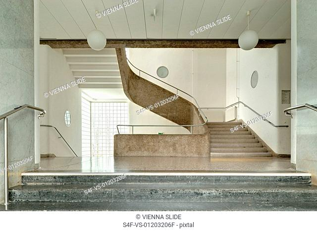 Treppenhaus in einer Schule