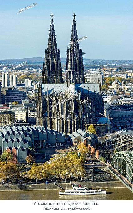 View over the river Rhine, Cologne's historic centre, Museum Ludwig, Cologne Cathedral, Hohenzollern Bridge, Cologne, North Rhine-Westphalia, Germany