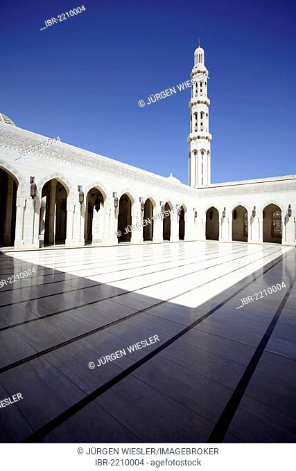 Courtyard, Sultan Qaboos Grand Mosque, Muscat, Oman, Middle East, Asia