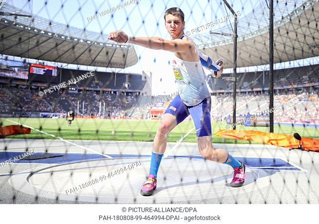 08.08.2018, Berlin: Track and Field: European Championship, decathlon; Men: Tim Duckworth from Great Britain starts the discus