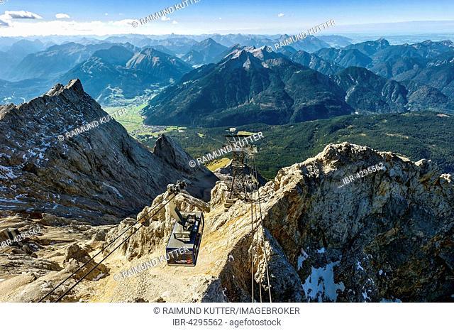 Tyrolean Zugspitzbahn gondola, view from Zugspitze, Mount Daniel of Ammergau Alps in Tyrol, left Zugspitzeck, Wetterstein, Garmisch-Partenkirchen, Upper Bavaria