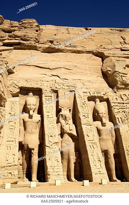 Rock-hewn Statues of Ramses II (left and right) and Queen Nefertari (center), Hathor Temple of Queen Nefertari, Abu Simbel, Egypt