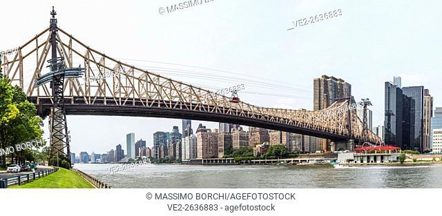 USA, New York, New York City. Manhattan, Ed Koch Queensboro Bridge and Midtown from Roosevelt Island