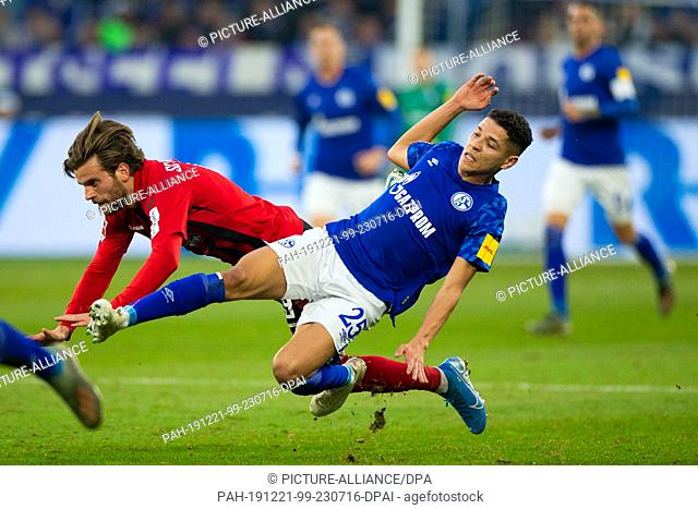 21 December 2019, North Rhine-Westphalia, Gelsenkirchen: Football: Bundesliga, FC Schalke 04 - SC Freiburg, 17th matchday in the Veltins Arena