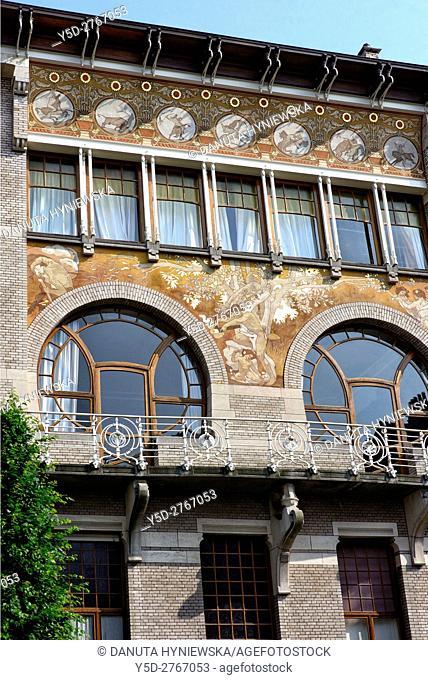 Art Nouveau facade, Albert Ciamberlani house built in 1897 by architect Paul Hankar, Rue Defacqz 48, Brussels, Bruxelles, Belgium, Europe