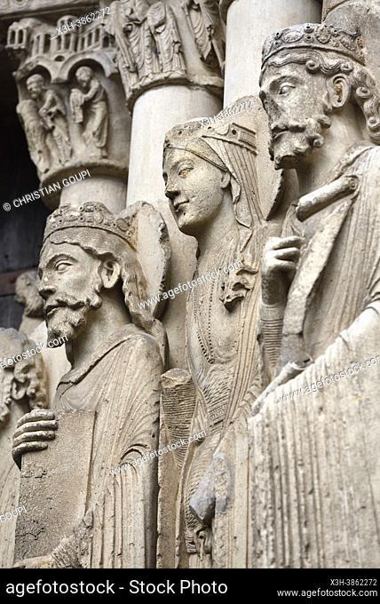 Statues de l'ebrasement de droite de la baie centrale du Portail royal de la facade ouest de la cathedrale, Ville de Chartres, Departement d'Eure-et-Loir