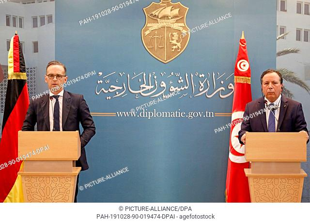 28 October 2019, Tunisia, Tunis: Tunisian Foreign Minister Khemaies Jhinaoui (R) and German Foreign Minister Heiko Maas attend a joint press conference at the...