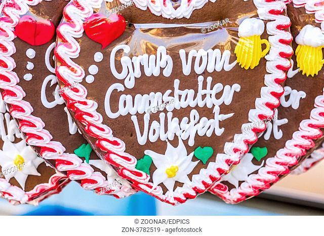 lebkuchenherzen mit der aufschrift: -gruss vom cannstatter volksfest-, gingerbread hearts with the inscription: -greetings from the cannstatt/stuttgart fun...