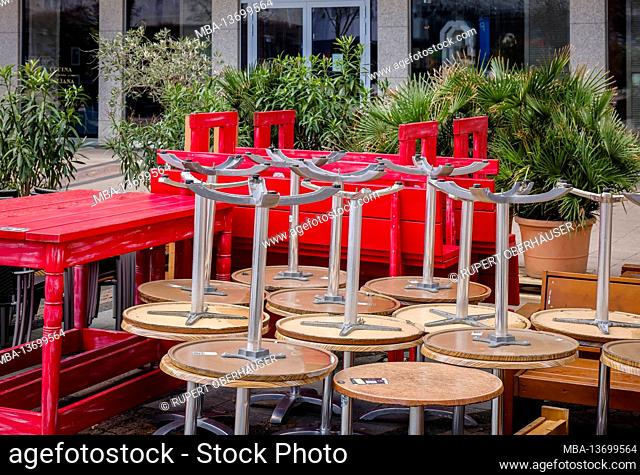 Essen, North Rhine-Westphalia, Germany - deserted shopping streets during the second lockdown, corona crisis, closed restaurants and shops on Kennedyplatz