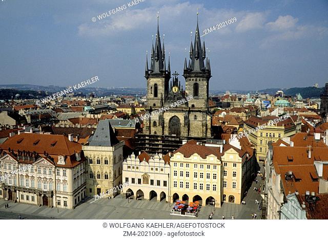 CZECH REPUBLIC, PRAGUE, OLD TOWN SQUARE (STAROMESTSKE NAMESTI), TYN CHURCH, FROM TOWN HALL TOWER