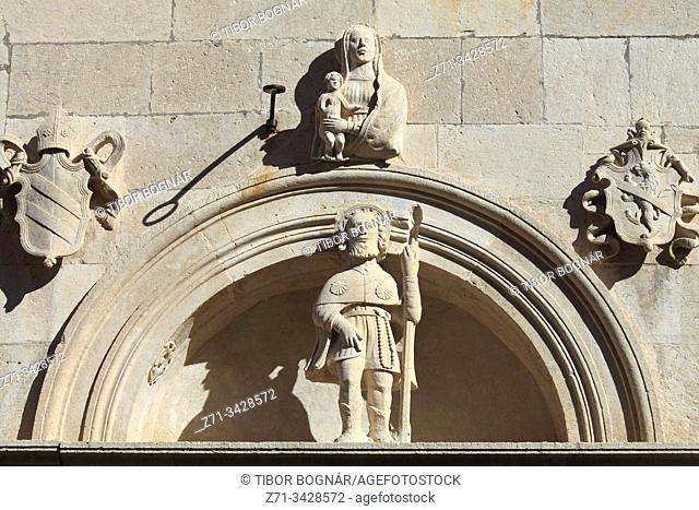 Croatia, Korcula, Old Town, St Mark Cathedral, facade, statue