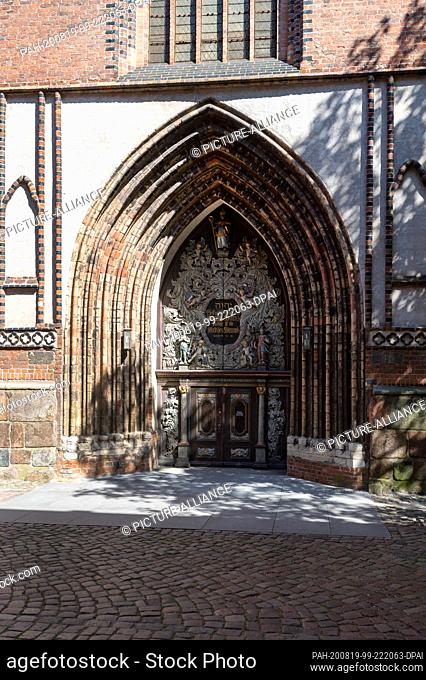 13 August 2020, Mecklenburg-Western Pomerania, Stralsund: View of the magnificent baroque portal of the St. Nikolai church in the historic old town