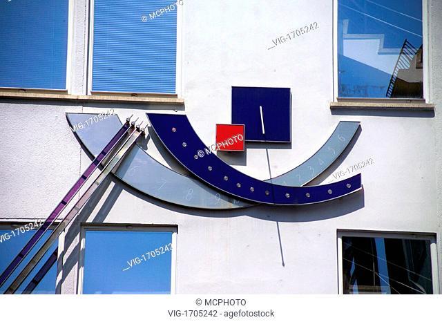 Modern sundial on a building - 01/01/2009
