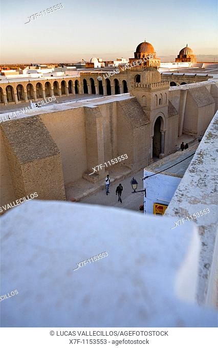 Tunez: Kairouan The Great Mosque and Rue Ibrahim  Mosquee founded by Sidi Uqba in the VIth century is the most ancient place of prayer in North Africa