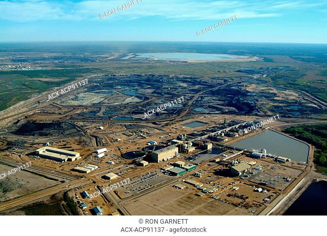 Albion Sands mine site, Muskeg River N of Ft McMurray, Alberta