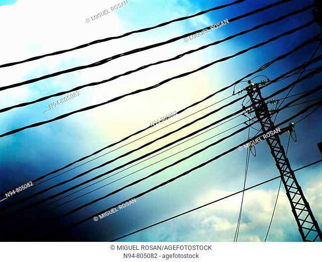 Poste del entramado del suministro de energía eléctrica de la zona residencial La Cañada, Comunidad Valenciana. España. Europa