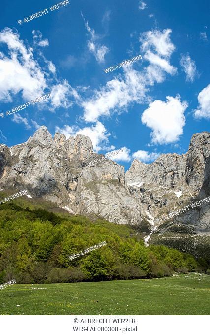 Spain, Cantabria, Picos de Europa National Park, Mountain massif Pena Remona