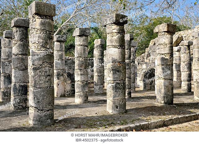 Grupo de las Mil Columnas, hall of the 1000 columns, columnata Oeste, historic Mayan city of Chichen Itza, Piste, Yucatan, Mexico