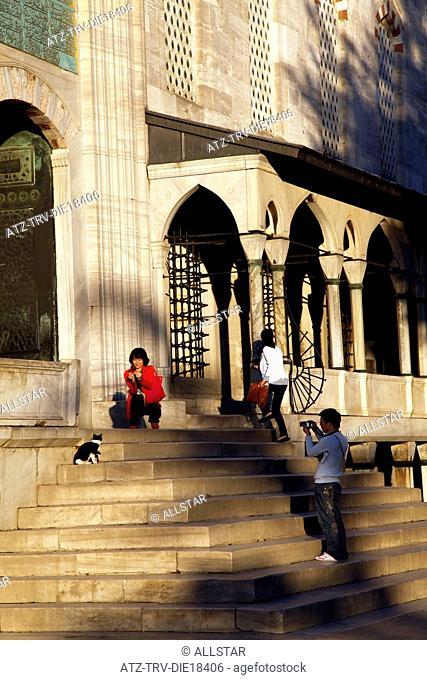 TOURISTS PHOTOGRAPH CAT AT BLUE MOSQUE ENTRANCE; SULTANAHMET, ISTANBUL, TURKEY; 04/10/2011
