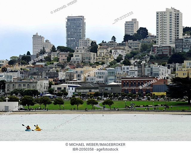 Canoeists in front of the skyline with the Financial District, San Francisco Maritime Historic Park, Fisherman's Wharf, Port, San Francisco Bay, San Francisco