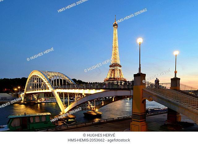 France, Paris, area listed as World Heritage by UNESCO, Debilly footbridge and the illuminated Eiffel Tower (© SETE-illuminations Pierre Bideau